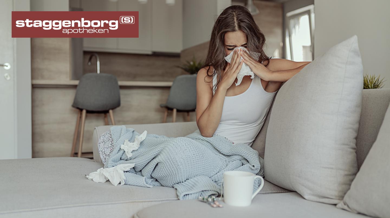 Kranke Frau auf Couch
